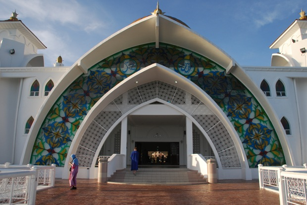 malacca-straits-mosque-2